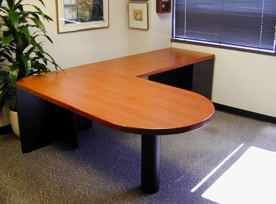 (Mix) Sequoia Series Bullet Desk with Systems Components.